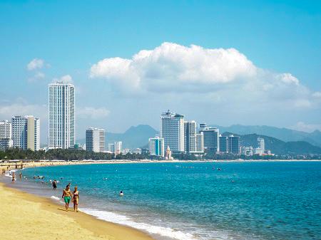 4 tháng đầu năm: Khánh Hòa đón hơn 1,95 triệu lượt khách lưu trú